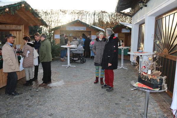 Die Einfahrt als kleiner Weihnachtsmarkt