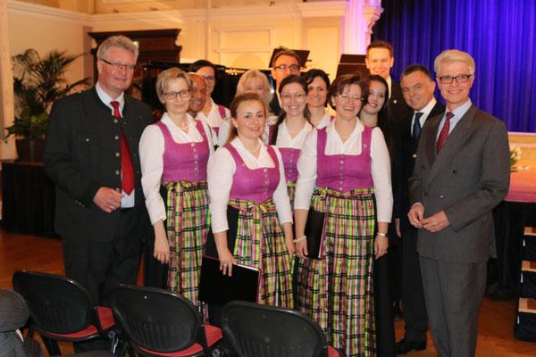 ganz Links: Landtagsabgeordneter BM Christoph Kainz; ganz Rechts: Herr Hofrat Ernst Schebesta