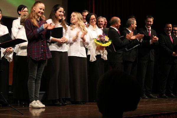 Die drei Glücksengerl bei unserer Tombola: Lilien Roithmeier, Alithea Enzersberger und Jolanda Hofmann
