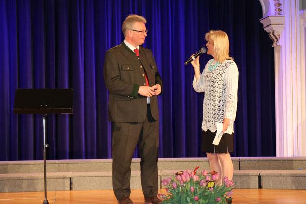 Landtagsabgeordneter BM Christoph Kainz mit Moderatorin Barbara Bruckner