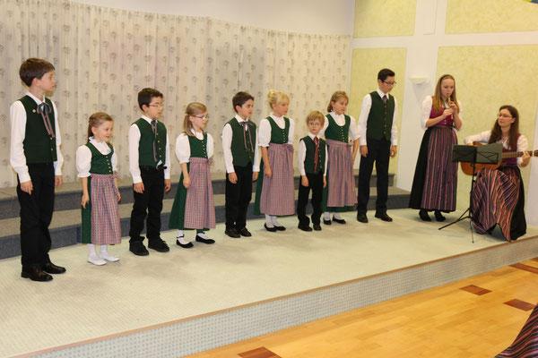 Stötten-Kinder-Chor Ende 2015 in Stötten - 36. Benefizkonzert