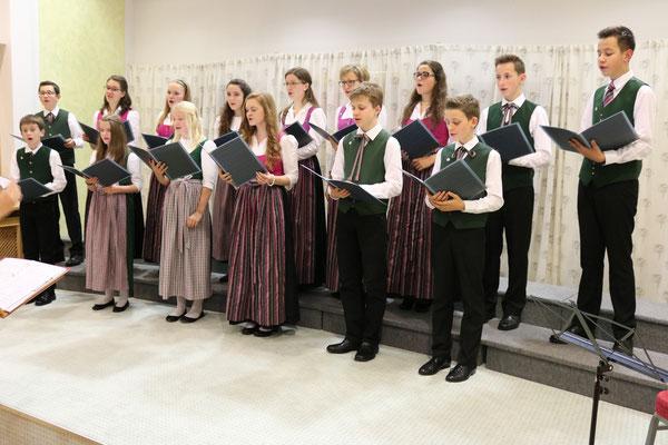 Der Stötten Jugendchor in Stötten Ende 2015 - 36. Benefizkonzert