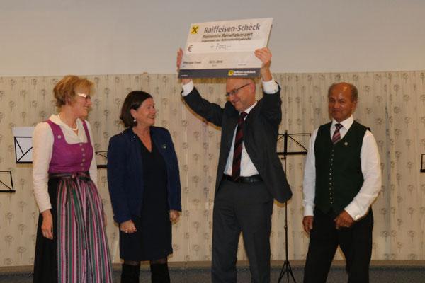 Scheckübergabe durch Brigitte Blasch an Fr. Dr. Pohla-Gubo & Franz Feichtlbauer. Mit im Bild: Johann Sieberer