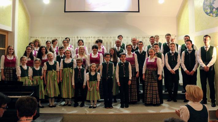 Alle auf der Bühne Kinder- Jugend & Erwachsenenchor