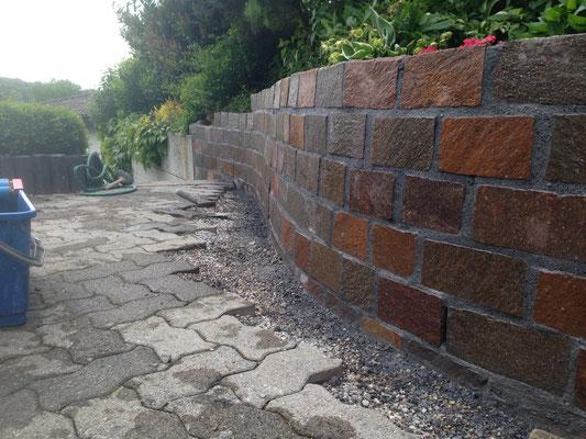 Phorpyr Bundsteinmauer verfugt Lostorf