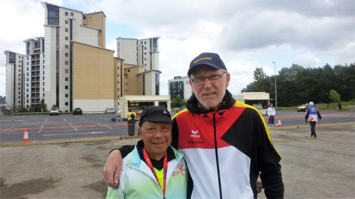 Sui Lung LAI mit Wolfgang LORENZEN auf dem Boulodrome in Newcastle