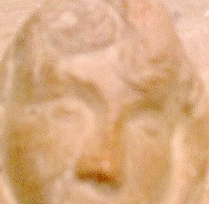 Heidrun Feistner: Madonna die an ein Lächeln denkt / Stein