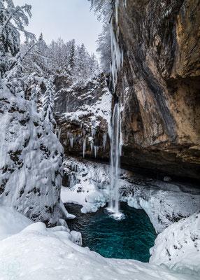 De waterval van Berglistuber in prachtige winterse omstandigheden (januari 2019) Berglistuber, Zwitserland
