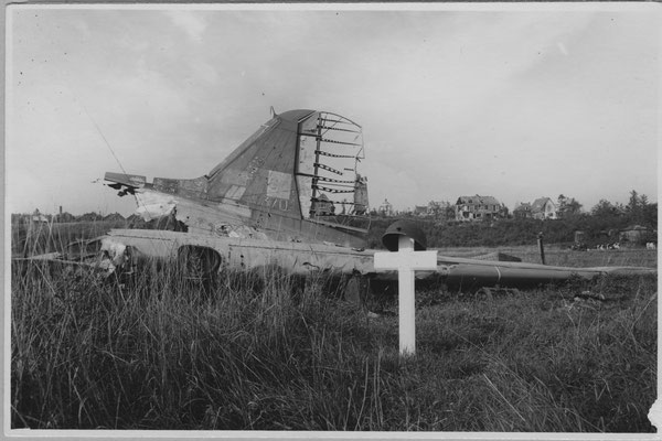 Gelders Archief 1579-108 Benedendorpsweg en Uiterwaarden, 1945, wreckage of the KG-370