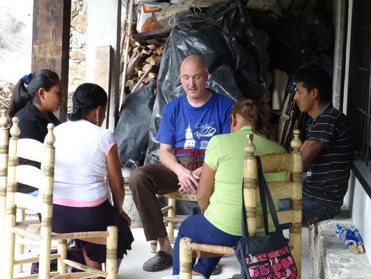sesiones de sanación sin costo cada miércoles para los indígenas y campesinos