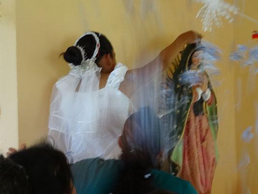 en junio 2016, exactamente 6 meses después de su donación, la Santa Virgen de Guadalupe fue coronada en la pequeña iglesia