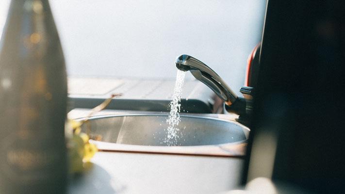 Beckenmodul mit je 10 Liter Frisch und Abwasserkanister