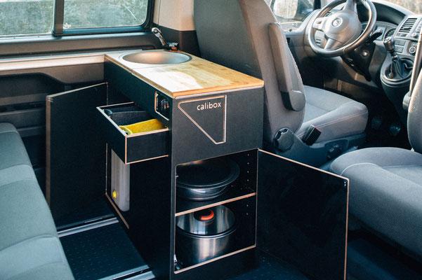 Küchenblock hinter dem Fahrersitz
