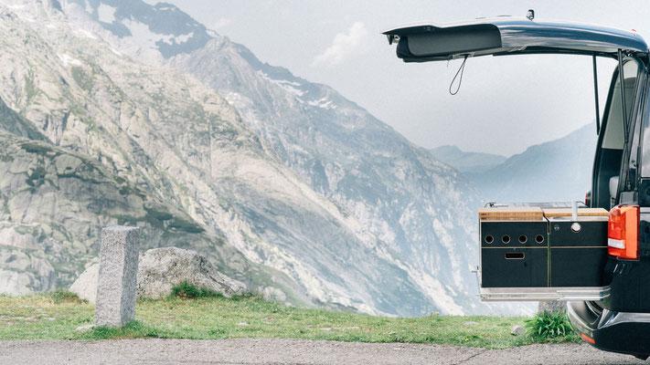 Mit unseren Camper und Heckküche über die Alpen