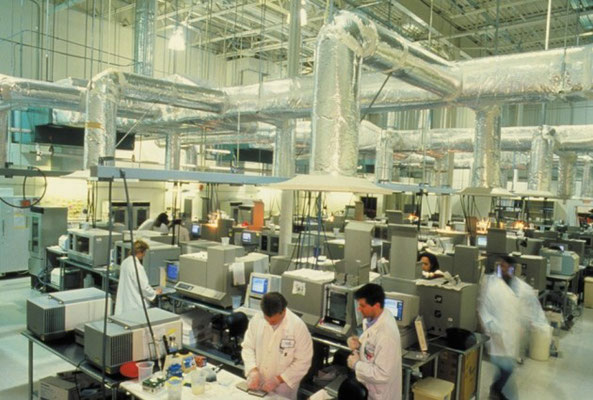 un laboratoire de séquençage d'ADN en 1994...