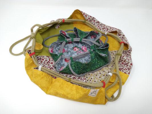 El bolso de tela para mis tesoros queridos es de Mariposa Pititico