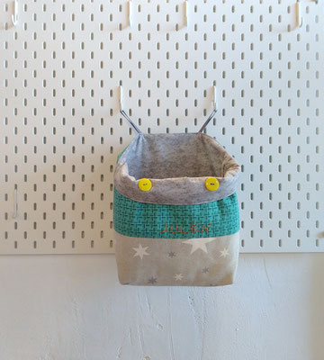 Mi canastilla de tela para los pañales es de Mariposa Pititico. Regalos de nacimiento.