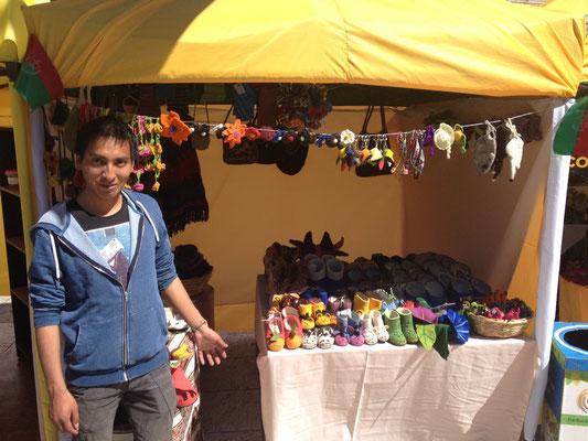 Jeden Monat verkauft Sartañani in La Paz an einem Markt.