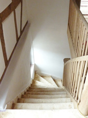 Treppenhaus mit Lehmputz