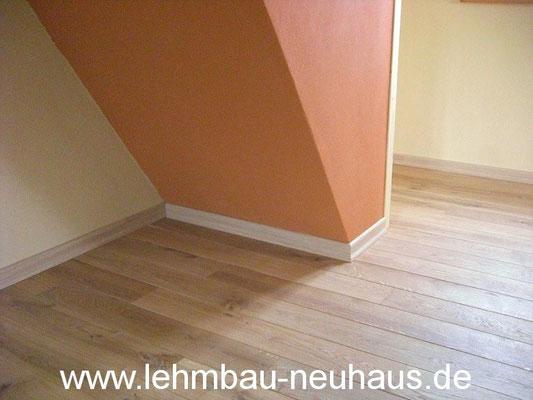 Boden, Eiche - Massivholzdielen, Lehmputz, Lehmfarbe - Treppenhaus