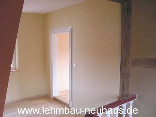 Lehmputz, Lehmfarbe, Eiche - Massivholzdielen - Treppenhaus