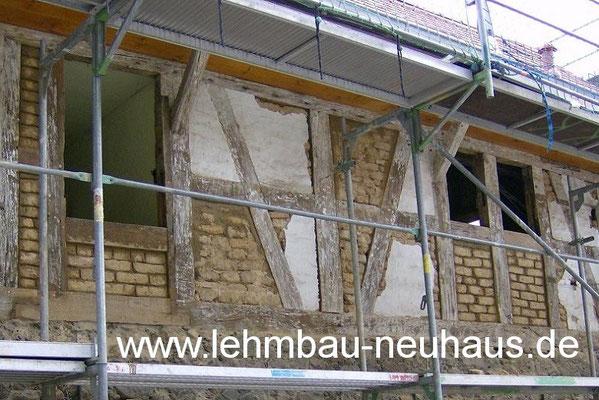 Fachwerk Gefach-Reparatur - Neuausfachung mit Lehmsteinen
