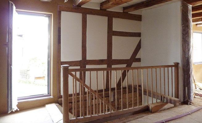 Lehmputz im Treppenhaus - Fachwerk sanieren mit Lehm und Lehmfarbe