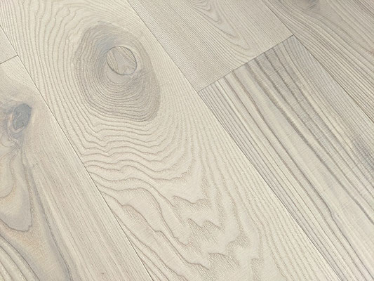 Landhausdielen Esche Sägerau Rustic Polar White