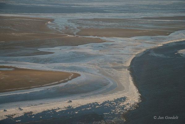 Schleswig-Holsteinisches Wattenmeer mit Treibeis (Luftbild)