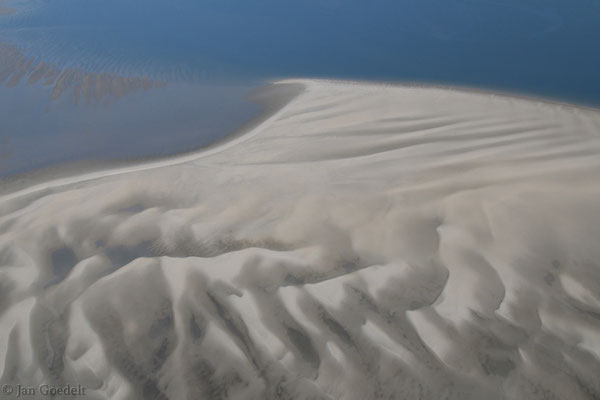 Sandinsel mit wellenförmigem Relief