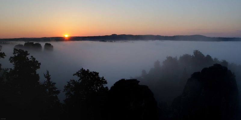 Sonnenaufgang im Elbsandsteingebirge, Sachsen