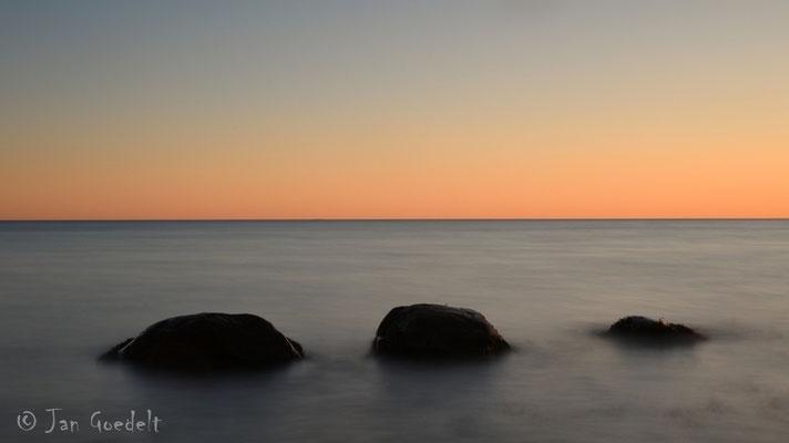 Drei-Felsen-Blick auf frühen Morgen an der Ostsee
