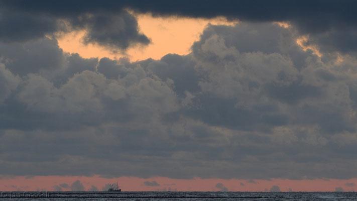 Abendstimmung an der Nordsee mit Kutter