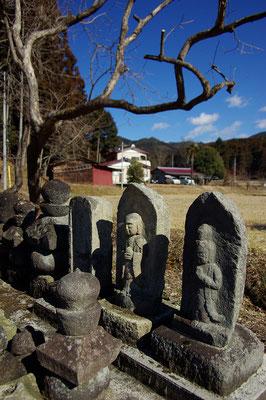 鶏鳥山円満寺跡の石仏:塩谷町