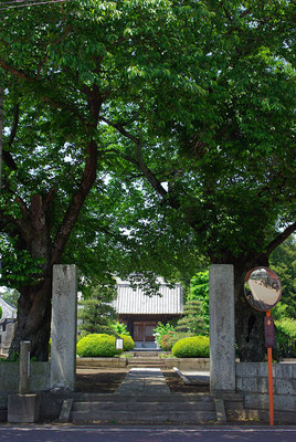 医王山興生寺の参道入り口:壬生町