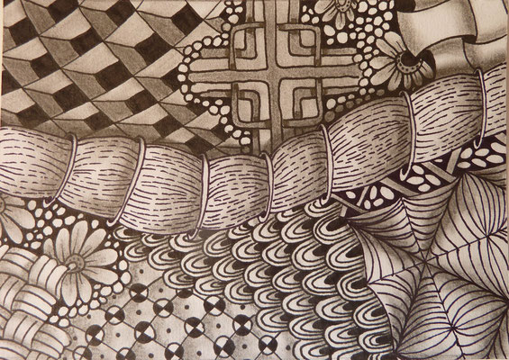 "August/September 2015 - ""Zentangle Postkarten Nr. 2"" - 15cm*10,5 cm - Maldauer: 7,30 Stunden"