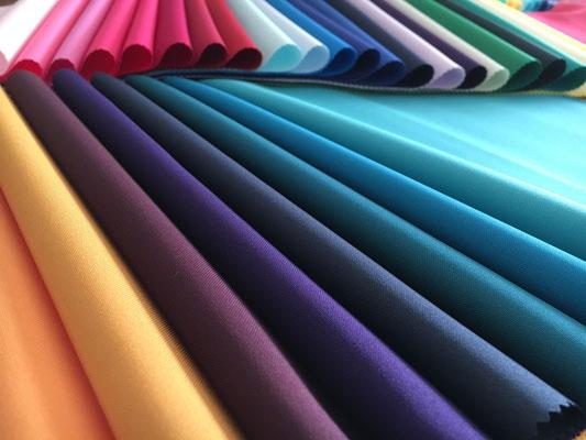 120色のカラードレープを当ててみます