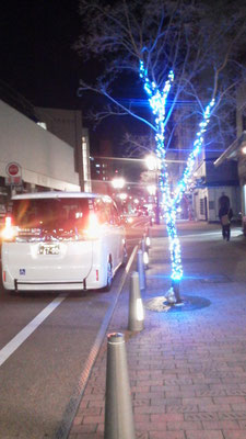 夜のロープーウェイ街と中のやの福祉タクシー