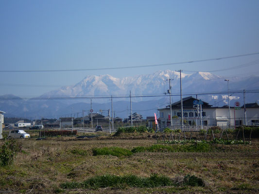 松山市平井から望む石鎚山系