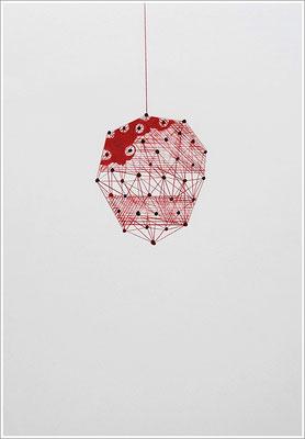 """"""" Blutmuster - Kokon """". 2020 - Farbstift, Blutstropfen auf Papier, 21 cm x 29,7 cm, """" Das Leben lesen - Für immer jung? - Placebo und Nocebo """""""