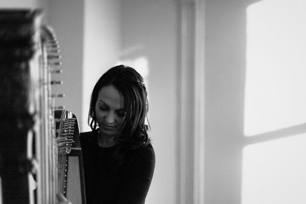 Harfenistin Melinda Rodrigues