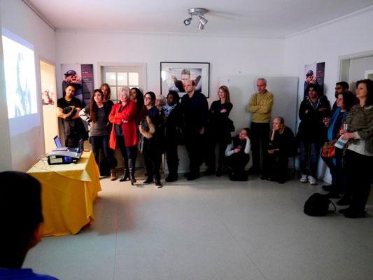 """Vernissage """"15 Jahre SchlaU - Alltagscollagen junger Flüchtlinge in München"""" am 6.3.2015 im Kaminzimmer der Mohr-Villa"""