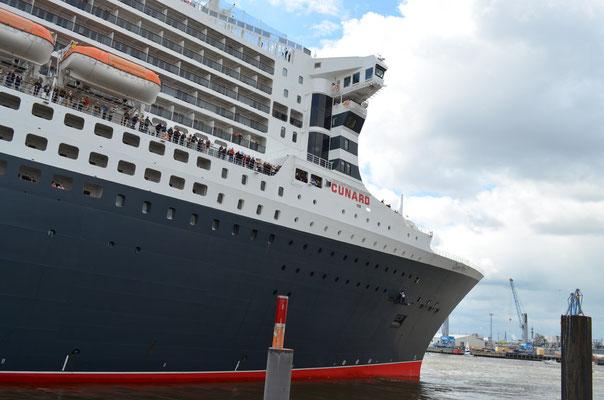 Einlaufen der Queen Mary 2 zum 823.Hamburger Hafen Geburtstag am 13.05.2012