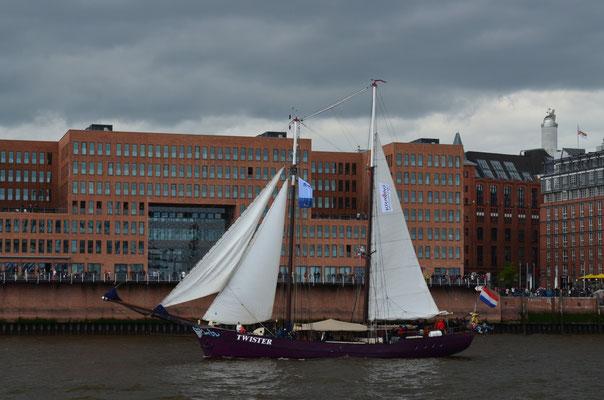 TWISTER zur Auslaufparade beim 823.Hamburger Hafengeburtstag am 13.05.2012
