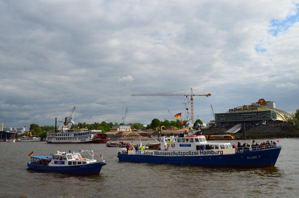 ELBE 1 bei der Auslaufparade zum 823.Hamburger Hafengeburtstag am 12.05.2012