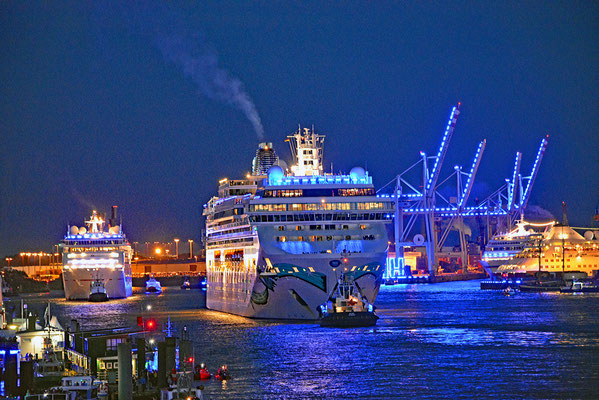 NORWEGIAN JADE zu den Hamburg Cruise Days 2017 am 09.09.2017