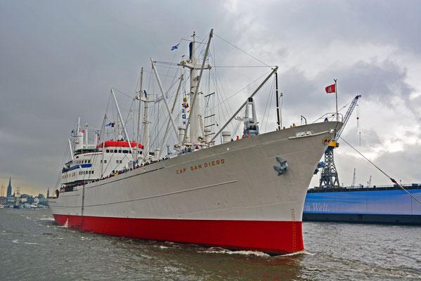 CAP SAN DIEGO unterwegs im Hamburger Hafen
