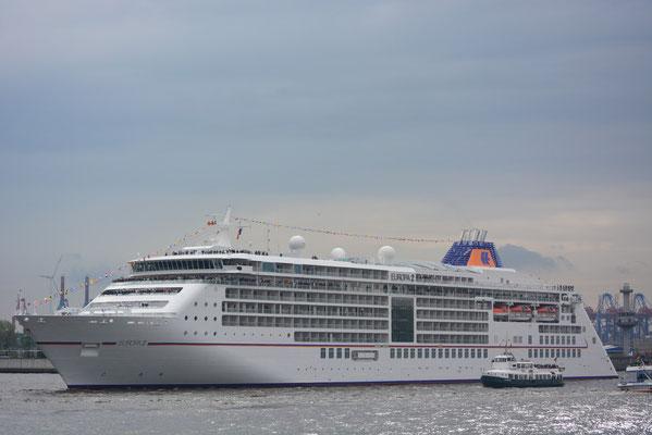 MS EUROPA 2 bei der Einlaufparade zum 824.Hamburger Hafengeburtstag am 09.05.2013