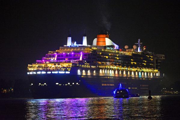 Queen Mary 2 beim Auslaufen am 16.10.2018