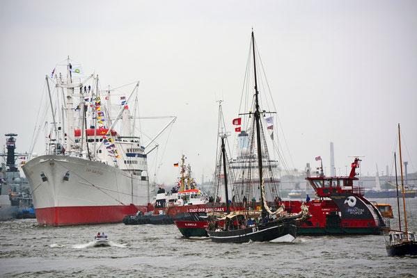 CAP SAN DIEGO...viel Betrieb auf der Elbe